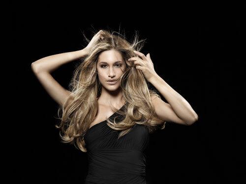 Der Traum vom schönsten Haar | Wir stellen Ihnen das natürlichste und haarschonendste System für Extensions vor! Friseur München